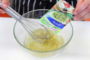 Sałatka z brokułami i fetą  – krok 4