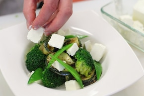 Sałatka z brokułami i fetą  – krok 6