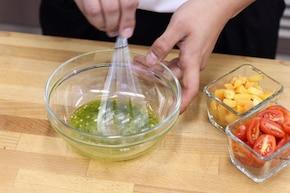 Sałatka z dyni z serem feta i pomidorkami cherry – krok 1