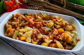 Sałatka z fasolki z rybą w pomidorach