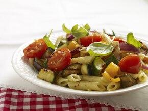 Sałatka z grillowanych warzyw z makaronem