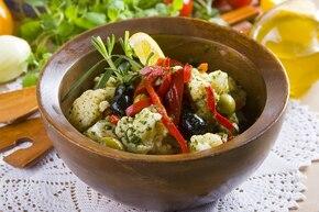 Sałatka z kalafiora z oliwkami