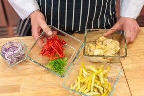 Sałatka z karczochów ze szparagami i serem halloumi - VIDEO – krok 2