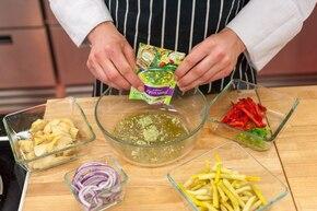 Sałatka z karczochów ze szparagami i serem halloumi - VIDEO – krok 3