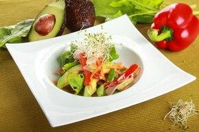 Sałatka z kiełkami i awokado – krok 4