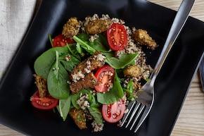 Sałatka z komosą ryżową (quinoa) i kurczakiem
