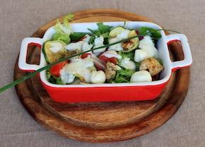 Sałatka z kurczakiem i mozzarellą