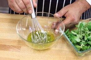 Sałatka z kurkami z płatkami parmezanu – krok 1