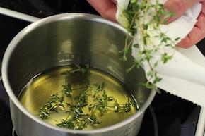 Sałatka z młodych ziół z fennelem i oliwą  – krok 2