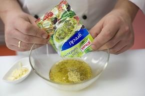 Sałatka z oliwkami – krok 2