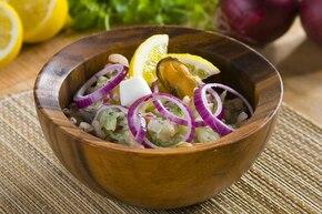 Sałatka z owoców morza z czosnkiem