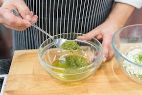 Sałatka z pomidorów i awokado – krok 1