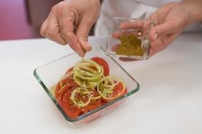Sałatka z pomidorów po indyjsku – krok 4