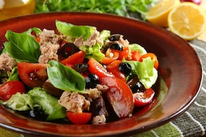 sałatka z tuńczyka i pomidorów