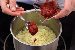 Sałatka z ryżem i kurczakiem – krok 1