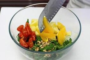 Sałatka z selera i ananasa  – krok 5