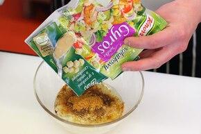 Sałatka z szynki ze szpinakiem       – krok 2