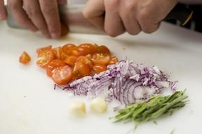 Sałatka z tortellini i szpinakiem  – krok 2
