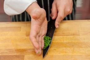 Sałatka z wędzoną rybą  – krok 5