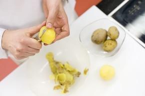 Sałatka z ziemniakami i tuńczykiem – krok 1