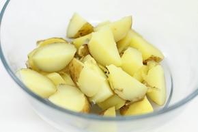 Sałatka ziemniaczana z kaparami i koperkiem    – krok 2
