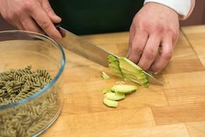 Sałatka z awokado i granatem – krok 1