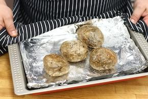 Sałatka z grillowanych ziemniaków z kurkami i wędzonym boczkiem – krok 1