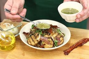 Sałatka z grillowanych ziemniaków z kurkami i wędzonym boczkiem – krok 5