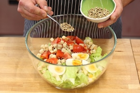 Sałatka z jajkiem i szparagami – krok 2
