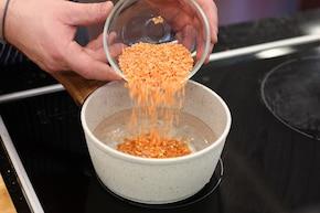 Sałatka z soczewicą i warzywami – krok 1