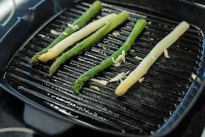 Sałatka z truskawkami i grillowanymi szparagami – krok 2
