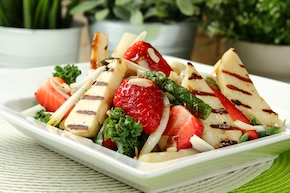 Sałatka z truskawkami i grillowanymi szparagami – krok 5