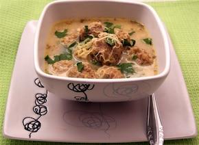 Serowa zupa z klopsikami