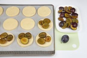 Serowe ciasteczka ze śliwkami – krok 4