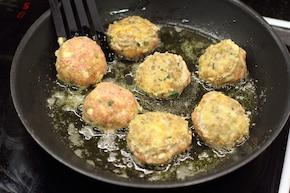 Serowe pulpeciki w sosie pomidorowym – krok 3