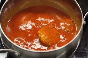 Serowe pulpeciki w sosie pomidorowym – krok 5
