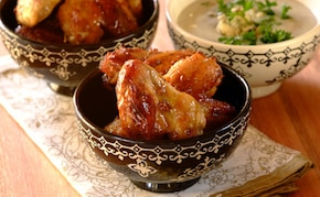 Skrzydełka z kurczaka w sosie z niebieskiego sera