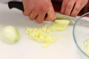 Śledzie w śmietanie z jabłkiem – krok 2