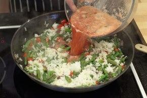Smażony ryż z sosem słodko-kwaśnym – krok 4