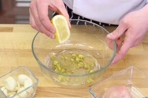 Soczysty kurczak z patelni dla leniuchów (à la po kijowsku) - VIDEO – krok 1