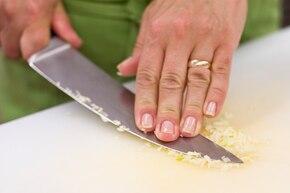 Sos do kebaba, czosnkowy  – krok 1