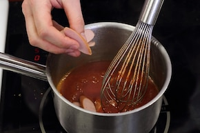 Sos pomidorowy z parówkami – krok 2