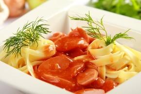 Sos pomidorowy z parówkami