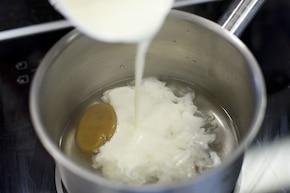 Sos serowy z sera pleśniowego – krok 1