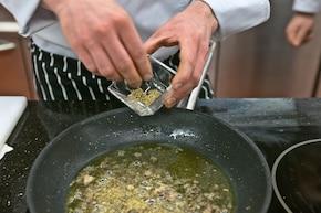 Spaghetti z anchois i kaparami  – krok 4