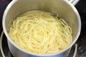 Spaghetti z cukinią i papryką – krok 1