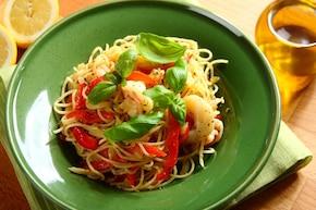 Spaghetti z krewetkami i papryką