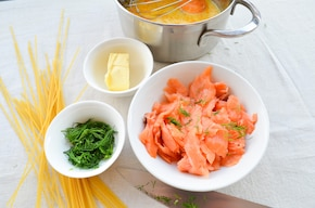 Spaghetti z łososiem i sosem cytrynowym