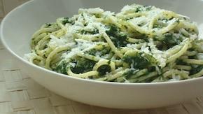 Spaghetti ze szpinakiem i grana padano