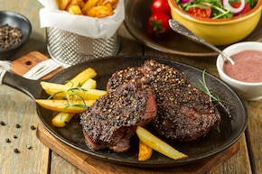 Stek wołowy w kruszonym pieprzu